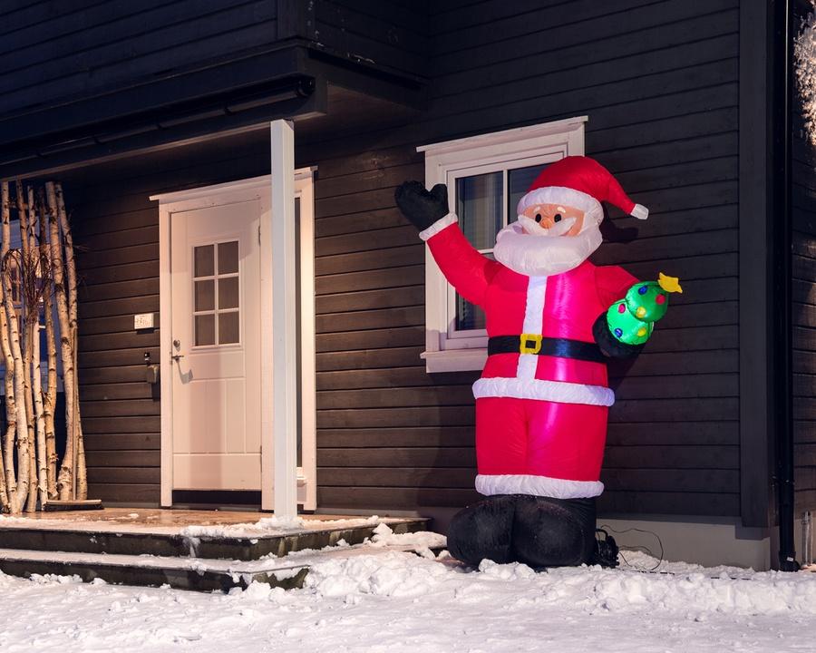 Oppblåsbar nisse med juletre – 2,4 m